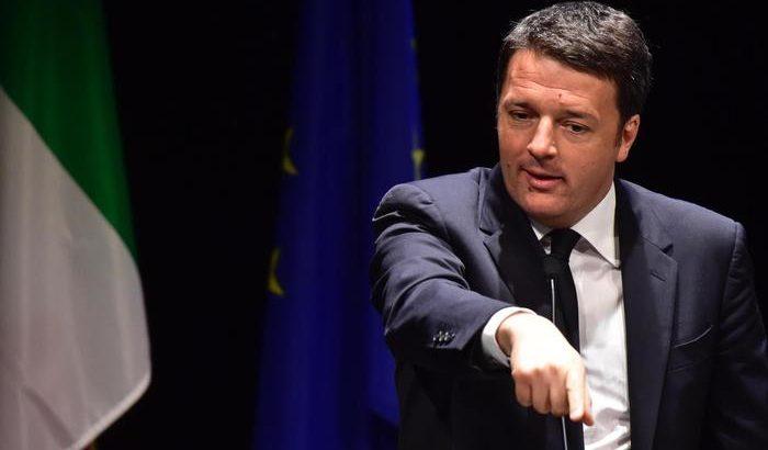 Il Presidente del consiglio Matteo Renzi durante il suo intervento in occasione dell'apertura della campagna per il sì al referendum costituzionale di autunno, al teatro Niccolini di Firenze, 2 maggio 2016. ANSA/ MAURIZIO DEGL'INNOCENTI