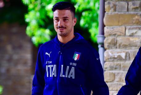 Un'immagine del 18 maggio scorso del difensore del Genoa Armando Izzo durante l'ultimo stage azzurro a Coverciano (Firenze), 23 maggio 2016.  ANSA/MAURIZIO DEGL INNOCENTI